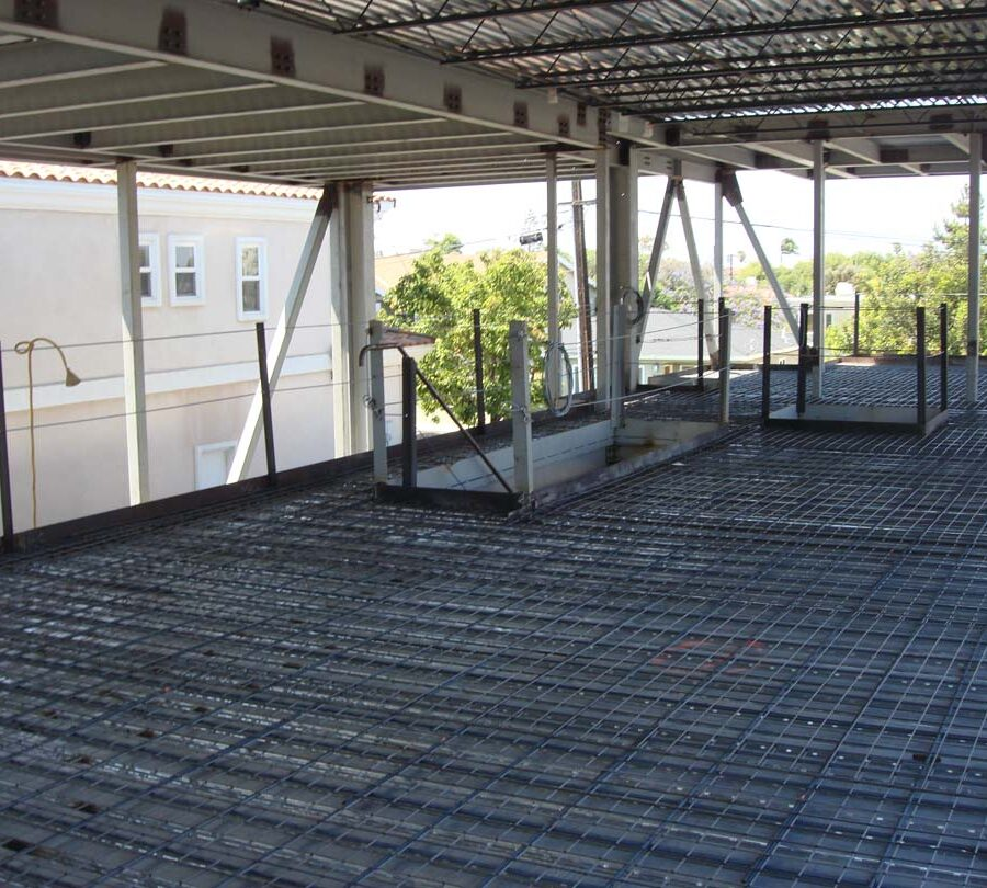 Steel reinforcement for lightweight concrete slab for a new custom home in Manhattan Beach, CA. Pacificland Constructors