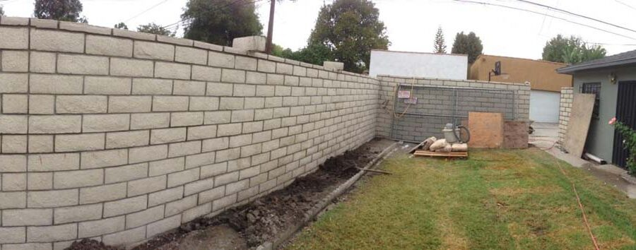 New slump block CMU wall with a wall cap for a home's backyard. This is a great option to raise the value of your home and create more private living space. Pacificland Constructors